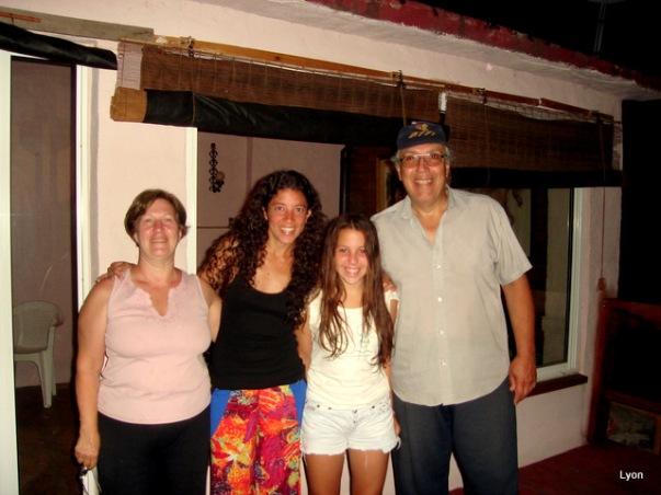 Ana, Ma de los Angeles, Valentina y yo