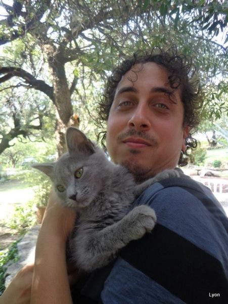 Roman y Mei abrazo tierno...