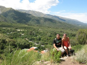 Juju y Elvis arriba en el cerro.