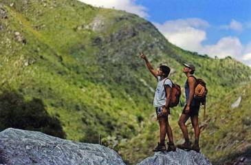 Trekking...