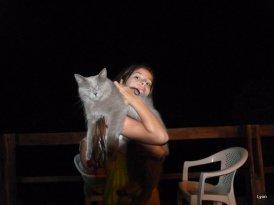 Mei y Iara en la oscuridad