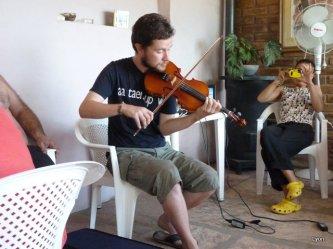 Martin dandole a la musica irlandesa
