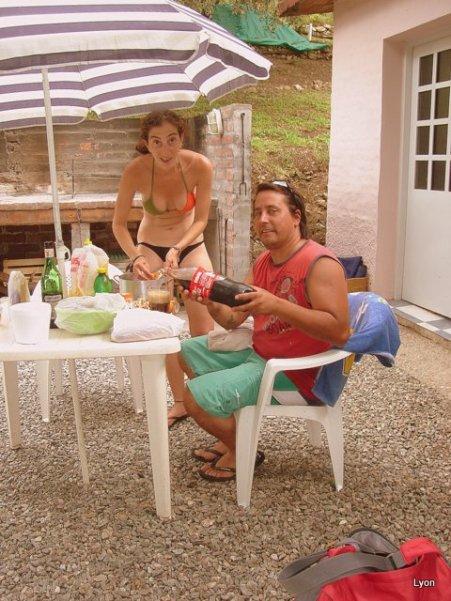 Karina y Ale tomando Coca Cola.....